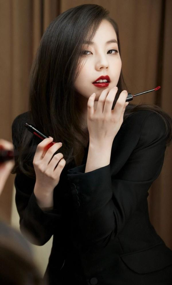 2. You can put on one thin layer of liquid lipstick or as many as you want